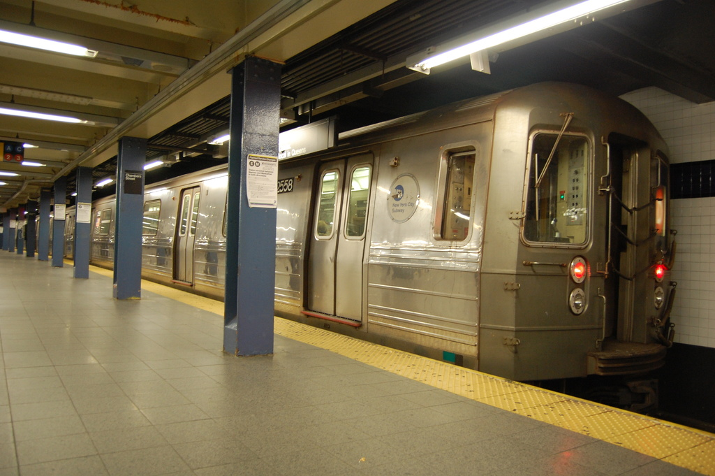 (313k, 1024x681)<br><b>Country:</b> United States<br><b>City:</b> New York<br><b>System:</b> New York City Transit<br><b>Line:</b> IND 8th Avenue Line<br><b>Location:</b> Chambers Street/World Trade Center <br><b>Route:</b> D reroute<br><b>Car:</b> R-68 (Westinghouse-Amrail, 1986-1988)  2558 <br><b>Photo by:</b> John Dooley<br><b>Date:</b> 3/28/2012<br><b>Viewed (this week/total):</b> 0 / 786