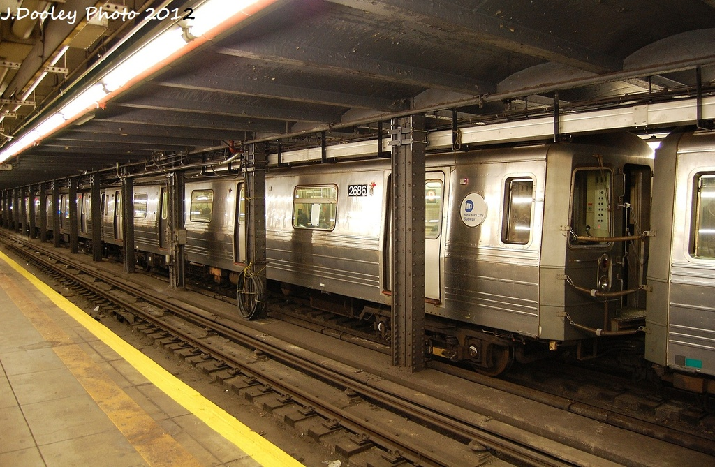 (364k, 1024x669)<br><b>Country:</b> United States<br><b>City:</b> New York<br><b>System:</b> New York City Transit<br><b>Line:</b> IND Crosstown Line<br><b>Location:</b> 7th Avenue/Park Slope <br><b>Route:</b> D reroute<br><b>Car:</b> R-68 (Westinghouse-Amrail, 1986-1988)  2686 <br><b>Photo by:</b> John Dooley<br><b>Date:</b> 1/15/2012<br><b>Viewed (this week/total):</b> 1 / 1475