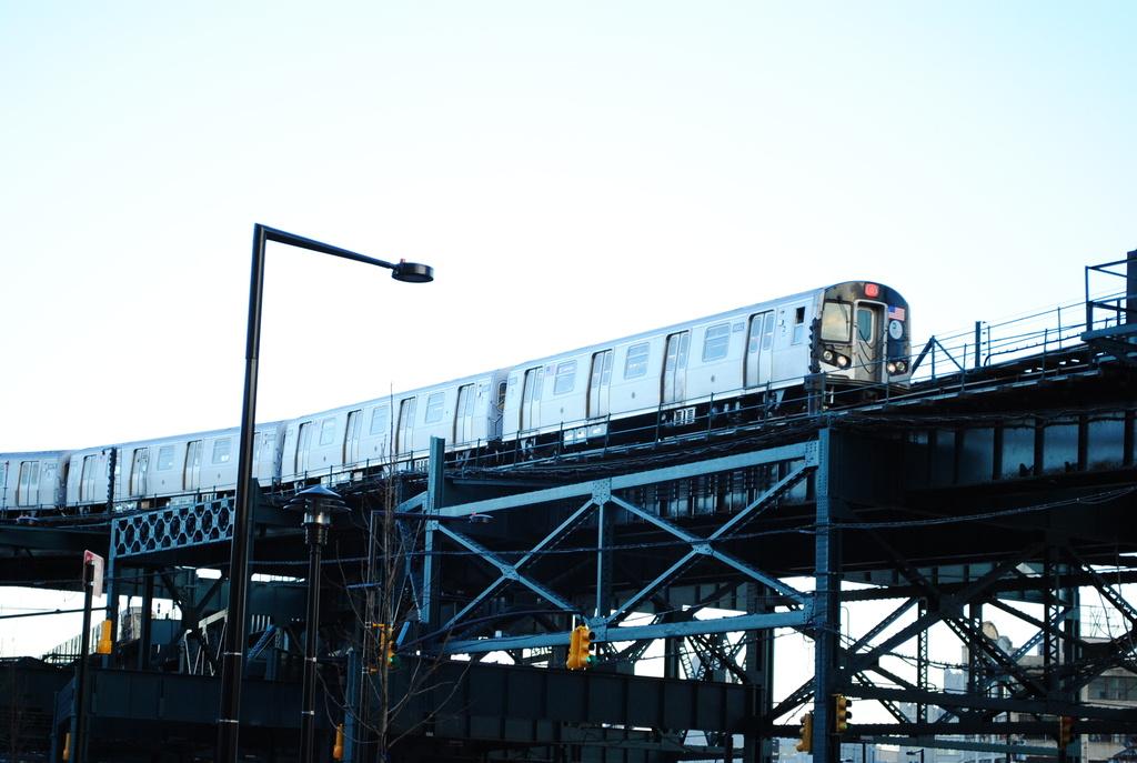 (287k, 1024x687)<br><b>Country:</b> United States<br><b>City:</b> New York<br><b>System:</b> New York City Transit<br><b>Line:</b> BMT Astoria Line<br><b>Location:</b> Queensborough Plaza <br><b>Route:</b> Q<br><b>Car:</b> R-160B (Kawasaki, 2005-2008)  8882 <br><b>Photo by:</b> Wilfredo Castillo<br><b>Date:</b> 4/3/2012<br><b>Viewed (this week/total):</b> 1 / 1147