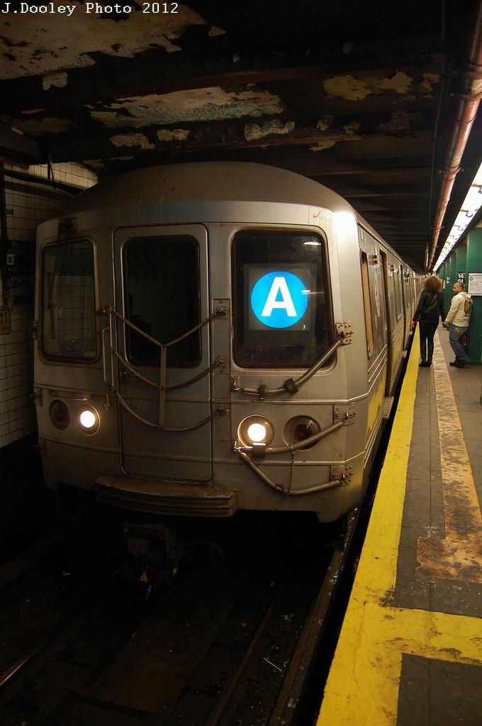 (287k, 680x1023)<br><b>Country:</b> United States<br><b>City:</b> New York<br><b>System:</b> New York City Transit<br><b>Line:</b> IND 6th Avenue Line<br><b>Location:</b> 14th Street <br><b>Route:</b> A reroute<br><b>Car:</b> R-46 (Pullman-Standard, 1974-75)  <br><b>Photo by:</b> John Dooley<br><b>Date:</b> 3/16/2012<br><b>Viewed (this week/total):</b> 0 / 1017