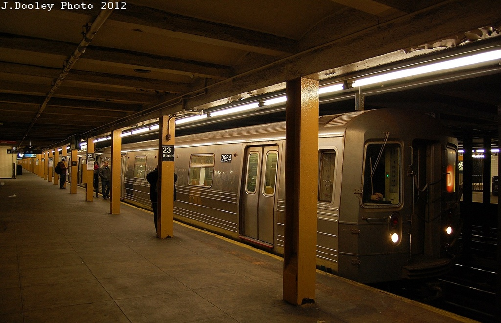 (298k, 1024x660)<br><b>Country:</b> United States<br><b>City:</b> New York<br><b>System:</b> New York City Transit<br><b>Line:</b> IND 8th Avenue Line<br><b>Location:</b> 23rd Street <br><b>Route:</b> D reroute<br><b>Car:</b> R-68 (Westinghouse-Amrail, 1986-1988)  2654 <br><b>Photo by:</b> John Dooley<br><b>Date:</b> 2/29/2012<br><b>Viewed (this week/total):</b> 2 / 1043
