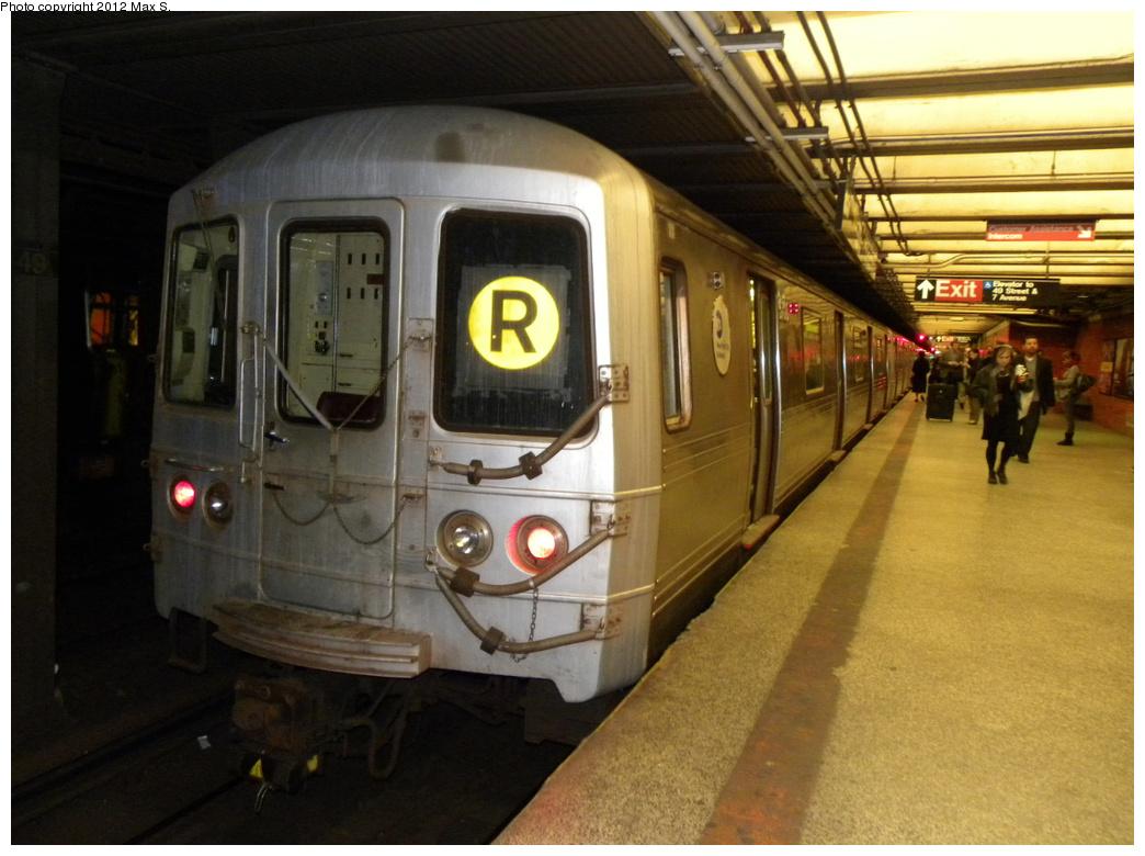 (320k, 1044x780)<br><b>Country:</b> United States<br><b>City:</b> New York<br><b>System:</b> New York City Transit<br><b>Line:</b> BMT Broadway Line<br><b>Location:</b> 49th Street <br><b>Route:</b> R<br><b>Car:</b> R-46 (Pullman-Standard, 1974-75)  <br><b>Photo by:</b> Max S.<br><b>Date:</b> 2012<br><b>Viewed (this week/total):</b> 0 / 1300