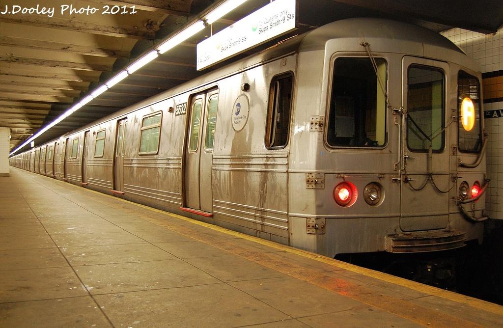 (336k, 1024x668)<br><b>Country:</b> United States<br><b>City:</b> New York<br><b>System:</b> New York City Transit<br><b>Line:</b> IND Crosstown Line<br><b>Location:</b> 7th Avenue/Park Slope <br><b>Route:</b> F<br><b>Car:</b> R-46 (Pullman-Standard, 1974-75) 5632 <br><b>Photo by:</b> John Dooley<br><b>Date:</b> 12/7/2011<br><b>Viewed (this week/total):</b> 3 / 1086