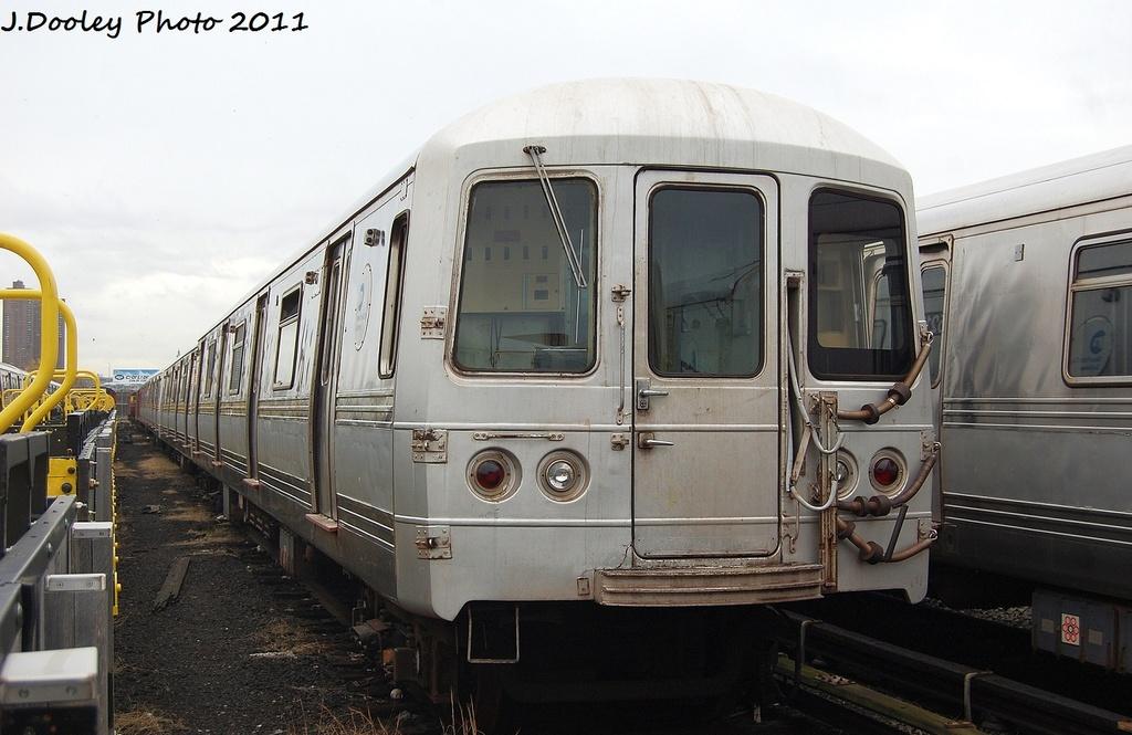 (287k, 1024x665)<br><b>Country:</b> United States<br><b>City:</b> New York<br><b>System:</b> New York City Transit<br><b>Location:</b> 207th Street Yard<br><b>Car:</b> R-44 (St. Louis, 1971-73) 5400 <br><b>Photo by:</b> John Dooley<br><b>Date:</b> 11/29/2011<br><b>Viewed (this week/total):</b> 0 / 512