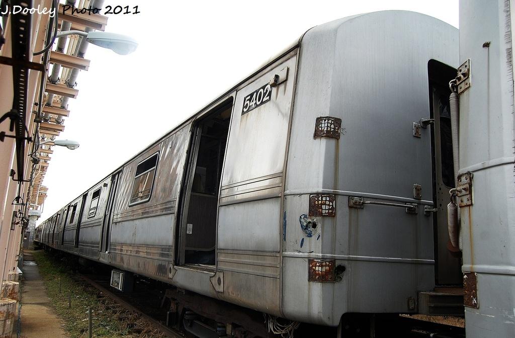 (290k, 1024x672)<br><b>Country:</b> United States<br><b>City:</b> New York<br><b>System:</b> New York City Transit<br><b>Location:</b> 207th Street Yard<br><b>Car:</b> R-44 (St. Louis, 1971-73) 5402 <br><b>Photo by:</b> John Dooley<br><b>Date:</b> 11/29/2011<br><b>Viewed (this week/total):</b> 0 / 1895