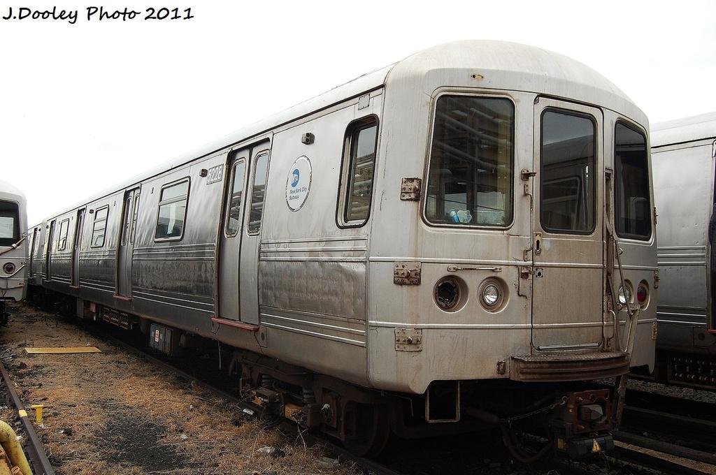 (305k, 1024x680)<br><b>Country:</b> United States<br><b>City:</b> New York<br><b>System:</b> New York City Transit<br><b>Location:</b> 207th Street Yard<br><b>Car:</b> R-44 (St. Louis, 1971-73) 5228 <br><b>Photo by:</b> John Dooley<br><b>Date:</b> 11/29/2011<br><b>Viewed (this week/total):</b> 1 / 563