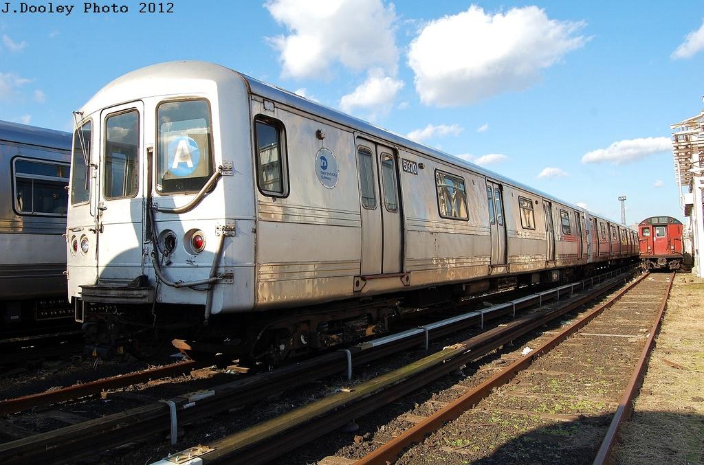 (341k, 1024x677)<br><b>Country:</b> United States<br><b>City:</b> New York<br><b>System:</b> New York City Transit<br><b>Location:</b> 207th Street Yard<br><b>Car:</b> R-44 (St. Louis, 1971-73) 5370 <br><b>Photo by:</b> John Dooley<br><b>Date:</b> 2/1/2012<br><b>Viewed (this week/total):</b> 0 / 634