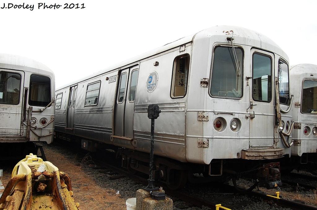 (309k, 1024x680)<br><b>Country:</b> United States<br><b>City:</b> New York<br><b>System:</b> New York City Transit<br><b>Location:</b> 207th Street Yard<br><b>Car:</b> R-44 (St. Louis, 1971-73) 5392 <br><b>Photo by:</b> John Dooley<br><b>Date:</b> 11/29/2011<br><b>Viewed (this week/total):</b> 0 / 414