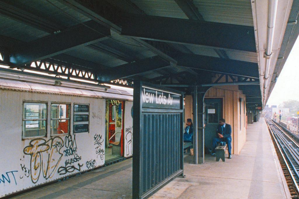 (517k, 1024x682)<br><b>Country:</b> United States<br><b>City:</b> New York<br><b>System:</b> New York City Transit<br><b>Line:</b> IRT Brooklyn Line<br><b>Location:</b> New Lots Avenue <br><b>Collection of:</b> Collection of nycsubway.org <br><b>Notes:</b> 1980s<br><b>Viewed (this week/total):</b> 49 / 300