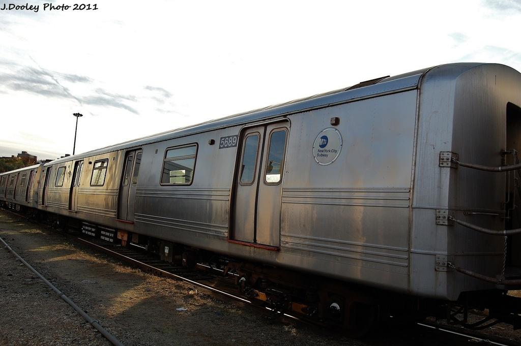 (257k, 1024x681)<br><b>Country:</b> United States<br><b>City:</b> New York<br><b>System:</b> New York City Transit<br><b>Location:</b> Jamaica Yard/Shops<br><b>Car:</b> R-46 (Pullman-Standard, 1974-75) 5689 <br><b>Photo by:</b> John Dooley<br><b>Date:</b> 11/19/2011<br><b>Viewed (this week/total):</b> 1 / 736