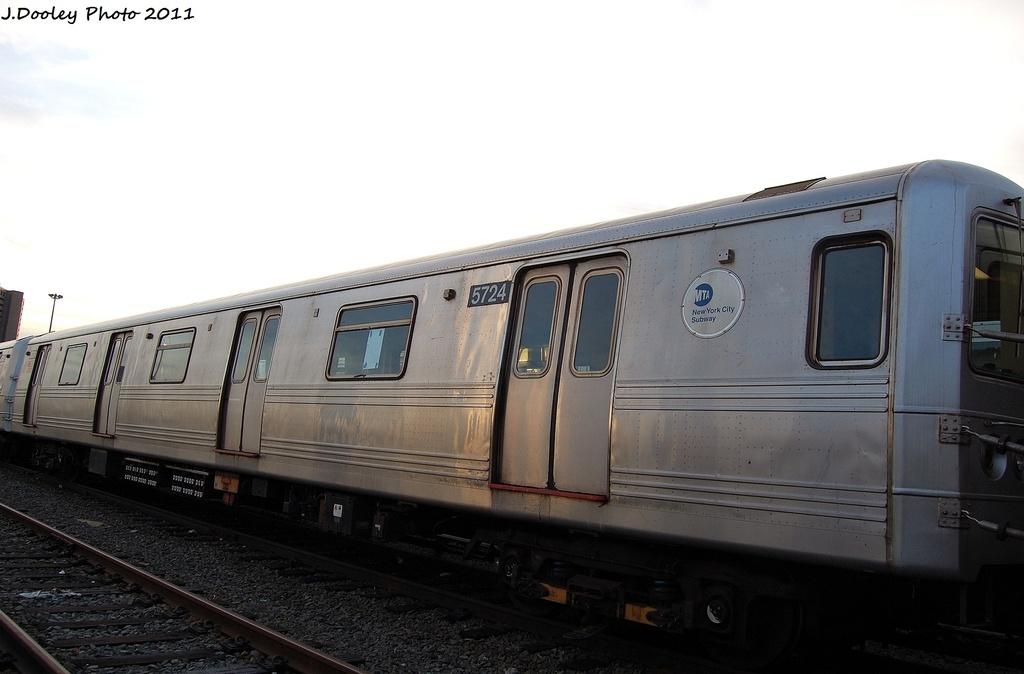 (220k, 1024x674)<br><b>Country:</b> United States<br><b>City:</b> New York<br><b>System:</b> New York City Transit<br><b>Location:</b> Jamaica Yard/Shops<br><b>Car:</b> R-46 (Pullman-Standard, 1974-75) 5724 <br><b>Photo by:</b> John Dooley<br><b>Date:</b> 11/19/2011<br><b>Viewed (this week/total):</b> 0 / 556