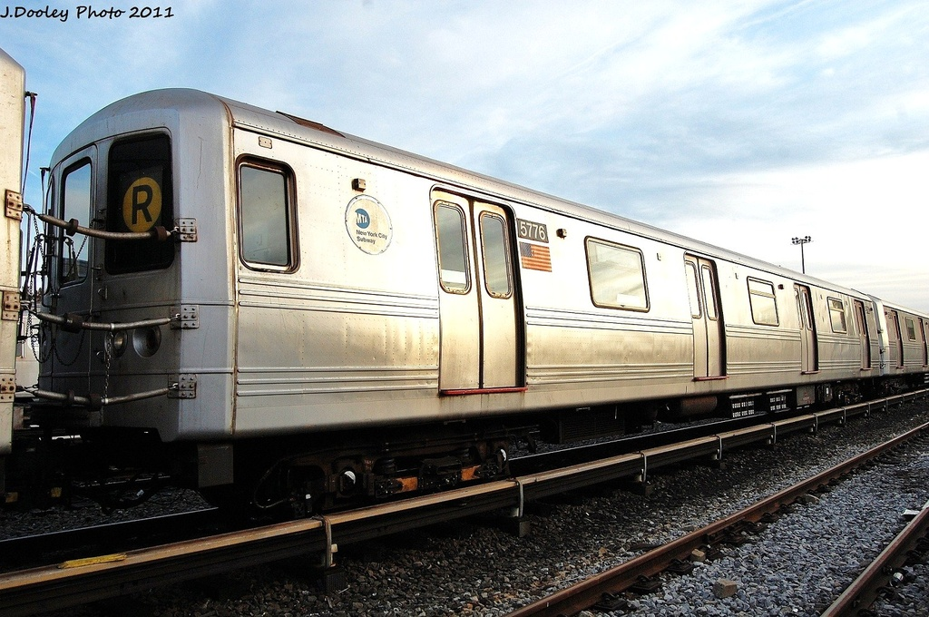 (345k, 1024x680)<br><b>Country:</b> United States<br><b>City:</b> New York<br><b>System:</b> New York City Transit<br><b>Location:</b> Jamaica Yard/Shops<br><b>Car:</b> R-46 (Pullman-Standard, 1974-75) 5776 <br><b>Photo by:</b> John Dooley<br><b>Date:</b> 11/19/2011<br><b>Viewed (this week/total):</b> 3 / 760