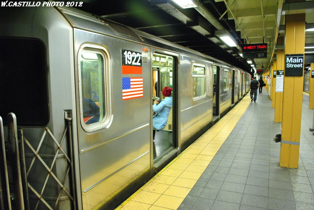 (290k, 1024x687)<br><b>Country:</b> United States<br><b>City:</b> New York<br><b>System:</b> New York City Transit<br><b>Line:</b> IRT Flushing Line<br><b>Location:</b> Main Street/Flushing <br><b>Route:</b> 7<br><b>Car:</b> R-62A (Bombardier, 1984-1987)  1922 <br><b>Photo by:</b> Wilfredo Castillo<br><b>Date:</b> 4/18/2012<br><b>Viewed (this week/total):</b> 0 / 1147