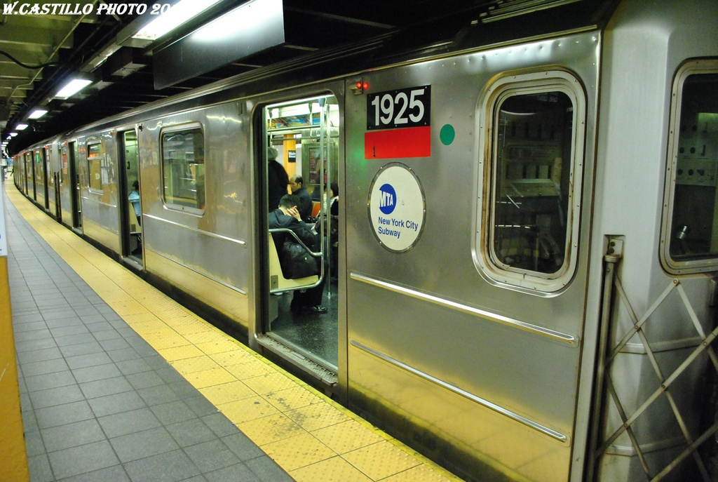 (299k, 1024x687)<br><b>Country:</b> United States<br><b>City:</b> New York<br><b>System:</b> New York City Transit<br><b>Line:</b> IRT Flushing Line<br><b>Location:</b> Main Street/Flushing<br><b>Route:</b> 7<br><b>Car:</b> R-62A (Bombardier, 1984-1987) 1925 <br><b>Photo by:</b> Wilfredo Castillo<br><b>Date:</b> 4/18/2012<br><b>Viewed (this week/total):</b> 1 / 1439
