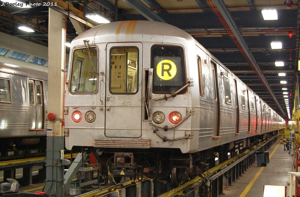 (373k, 1024x673)<br><b>Country:</b> United States<br><b>City:</b> New York<br><b>System:</b> New York City Transit<br><b>Location:</b> Jamaica Yard/Shops<br><b>Car:</b> R-46 (Pullman-Standard, 1974-75) 5552 <br><b>Photo by:</b> John Dooley<br><b>Date:</b> 11/19/2011<br><b>Viewed (this week/total):</b> 1 / 808