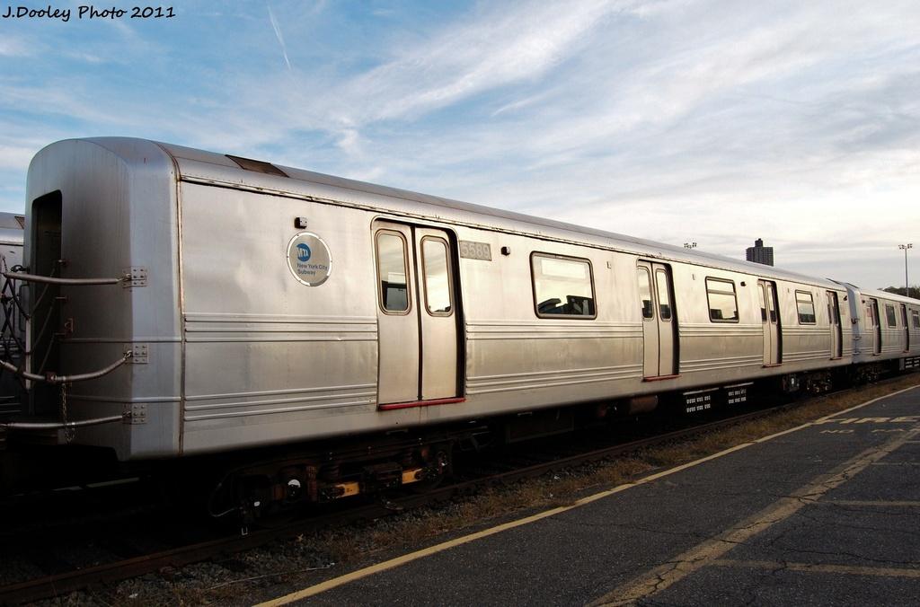 (265k, 1024x676)<br><b>Country:</b> United States<br><b>City:</b> New York<br><b>System:</b> New York City Transit<br><b>Location:</b> Jamaica Yard/Shops<br><b>Car:</b> R-46 (Pullman-Standard, 1974-75) 5589 <br><b>Photo by:</b> John Dooley<br><b>Date:</b> 11/19/2011<br><b>Viewed (this week/total):</b> 1 / 622