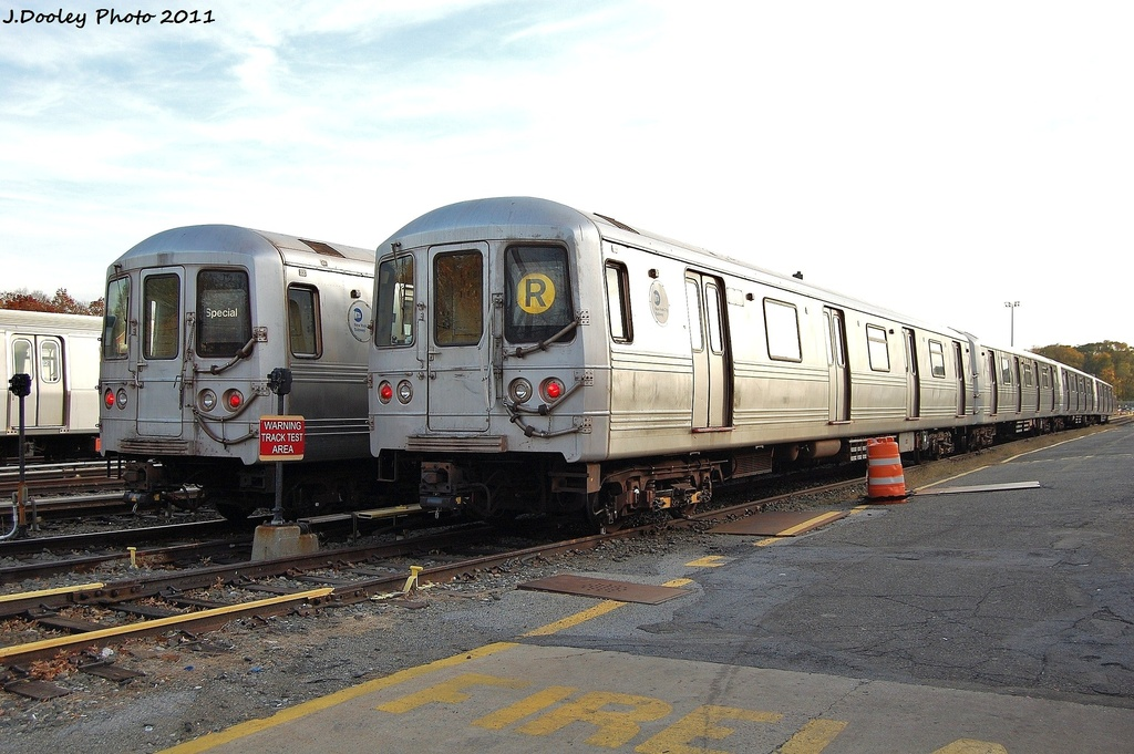 (308k, 1024x681)<br><b>Country:</b> United States<br><b>City:</b> New York<br><b>System:</b> New York City Transit<br><b>Location:</b> Jamaica Yard/Shops<br><b>Car:</b> R-46 (Pullman-Standard, 1974-75) 5700/5510 <br><b>Photo by:</b> John Dooley<br><b>Date:</b> 11/19/2011<br><b>Viewed (this week/total):</b> 1 / 952