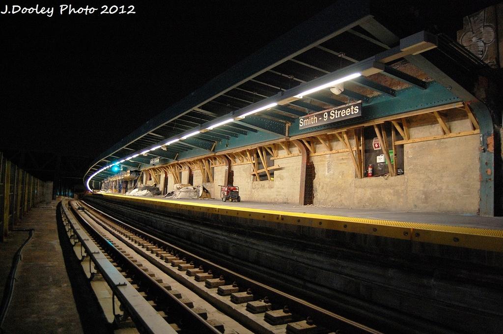 (350k, 1024x680)<br><b>Country:</b> United States<br><b>City:</b> New York<br><b>System:</b> New York City Transit<br><b>Line:</b> IND Crosstown Line<br><b>Location:</b> Smith/9th Street <br><b>Photo by:</b> John Dooley<br><b>Date:</b> 1/16/2012<br><b>Viewed (this week/total):</b> 0 / 922