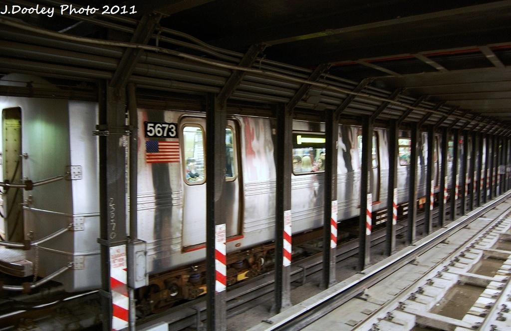 (322k, 1024x663)<br><b>Country:</b> United States<br><b>City:</b> New York<br><b>System:</b> New York City Transit<br><b>Line:</b> BMT Broadway Line<br><b>Location:</b> Cortlandt Street-World Trade Center <br><b>Route:</b> R<br><b>Car:</b> R-46 (Pullman-Standard, 1974-75) 5673 <br><b>Photo by:</b> John Dooley<br><b>Date:</b> 9/6/2011<br><b>Viewed (this week/total):</b> 0 / 826