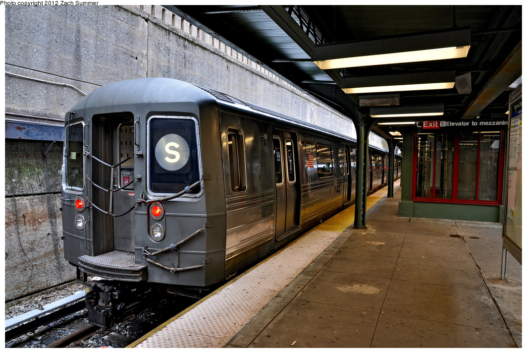 (436k, 1044x700)<br><b>Country:</b> United States<br><b>City:</b> New York<br><b>System:</b> New York City Transit<br><b>Line:</b> BMT Franklin<br><b>Location:</b> Prospect Park <br><b>Route:</b> FS layup<br><b>Car:</b> R-68 (Westinghouse-Amrail, 1986-1988)  2918 <br><b>Photo by:</b> Zach Summer<br><b>Date:</b> 1/14/2012<br><b>Viewed (this week/total):</b> 0 / 1070
