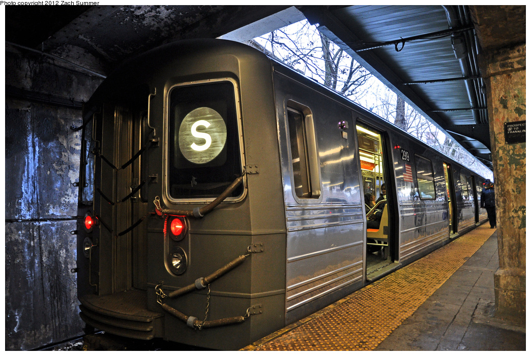 (456k, 1044x700)<br><b>Country:</b> United States<br><b>City:</b> New York<br><b>System:</b> New York City Transit<br><b>Line:</b> BMT Franklin<br><b>Location:</b> Prospect Park <br><b>Route:</b> Franklin Shuttle<br><b>Car:</b> R-68 (Westinghouse-Amrail, 1986-1988)  2919 <br><b>Photo by:</b> Zach Summer<br><b>Date:</b> 1/14/2012<br><b>Viewed (this week/total):</b> 2 / 1146