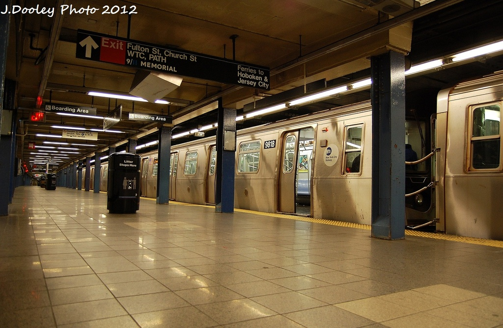 (329k, 1024x669)<br><b>Country:</b> United States<br><b>City:</b> New York<br><b>System:</b> New York City Transit<br><b>Line:</b> IND 8th Avenue Line<br><b>Location:</b> Chambers Street/World Trade Center <br><b>Route:</b> E<br><b>Car:</b> R-160B (Option 2) (Kawasaki, 2009)  9818 <br><b>Photo by:</b> John Dooley<br><b>Date:</b> 1/5/2012<br><b>Viewed (this week/total):</b> 4 / 1071