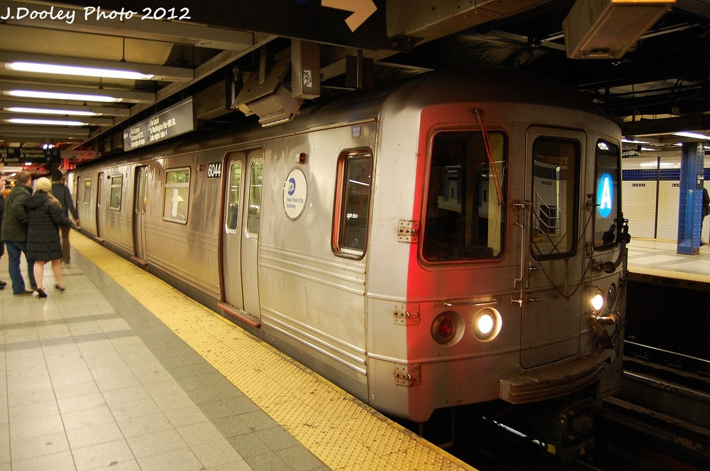 (320k, 1024x680)<br><b>Country:</b> United States<br><b>City:</b> New York<br><b>System:</b> New York City Transit<br><b>Line:</b> IND 8th Avenue Line<br><b>Location:</b> Canal Street-Holland Tunnel <br><b>Route:</b> A<br><b>Car:</b> R-46 (Pullman-Standard, 1974-75) 6044 <br><b>Photo by:</b> John Dooley<br><b>Date:</b> 1/5/2012<br><b>Viewed (this week/total):</b> 0 / 1237
