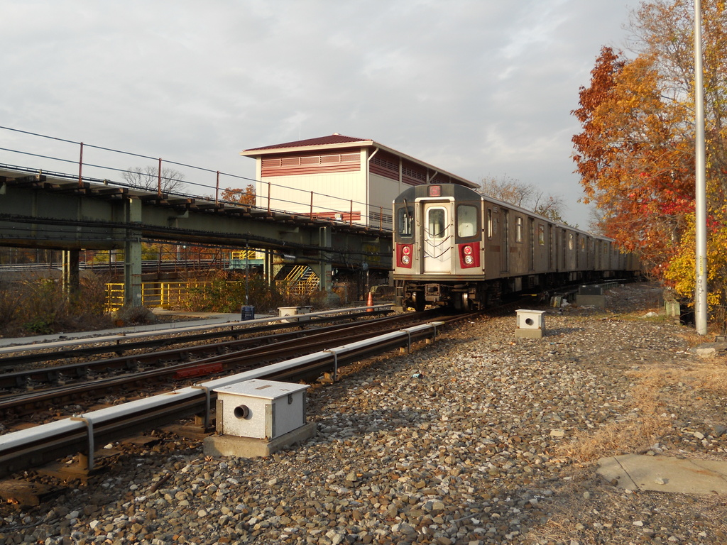 (470k, 1024x768)<br><b>Country:</b> United States<br><b>City:</b> New York<br><b>System:</b> New York City Transit<br><b>Line:</b> IRT White Plains Road Line<br><b>Location:</b> Dyre Flyover<br><b>Route:</b> 5<br><b>Car:</b> R-142 (Primary Order, Bombardier, 1999-2002)  6685 <br><b>Photo by:</b> Wilfredo Castillo<br><b>Date:</b> 2012<br><b>Viewed (this week/total):</b> 0 / 723