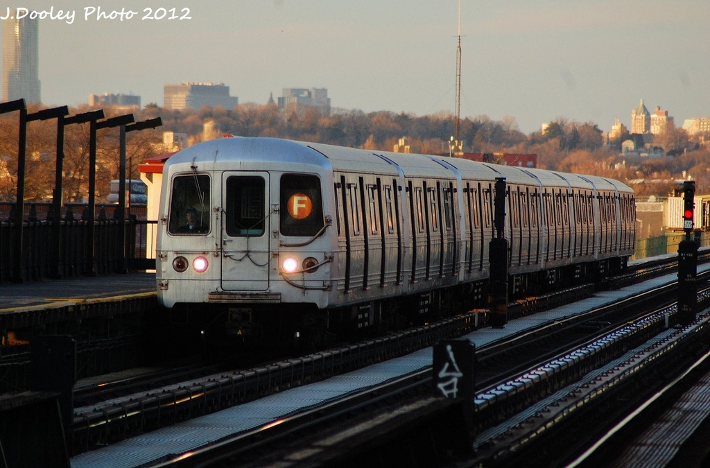(294k, 1024x675)<br><b>Country:</b> United States<br><b>City:</b> New York<br><b>System:</b> New York City Transit<br><b>Line:</b> BMT Culver Line<br><b>Location:</b> Avenue P <br><b>Route:</b> F<br><b>Car:</b> R-46 (Pullman-Standard, 1974-75)  <br><b>Photo by:</b> John Dooley<br><b>Date:</b> 1/20/2012<br><b>Viewed (this week/total):</b> 3 / 778
