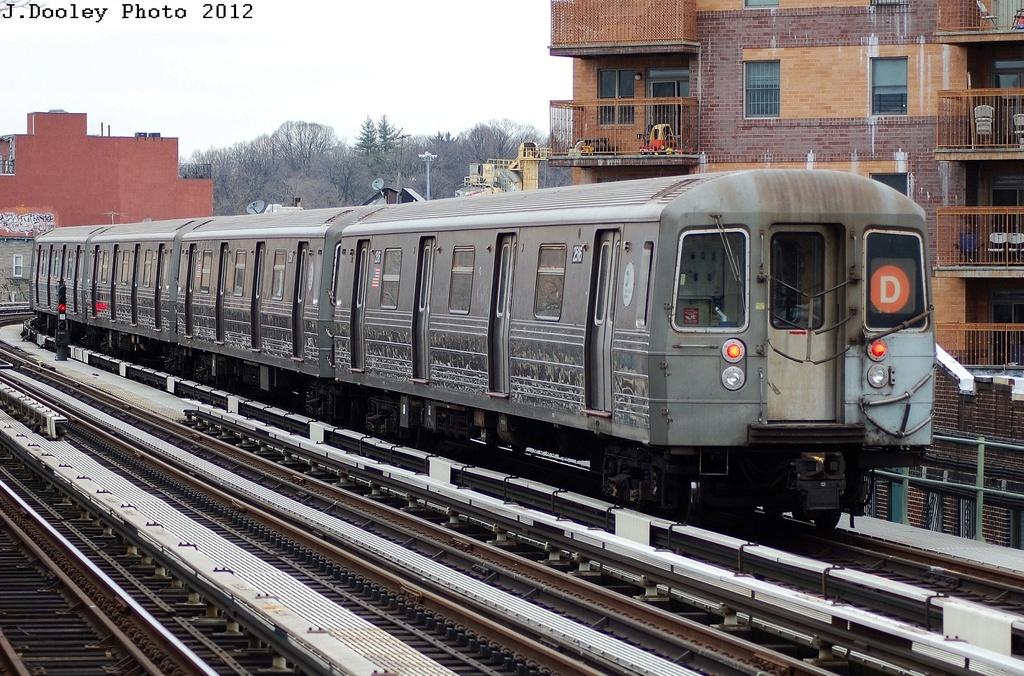 (393k, 1024x676)<br><b>Country:</b> United States<br><b>City:</b> New York<br><b>System:</b> New York City Transit<br><b>Line:</b> BMT West End Line<br><b>Location:</b> Fort Hamilton Parkway <br><b>Route:</b> D<br><b>Car:</b> R-68 (Westinghouse-Amrail, 1986-1988)  2516 <br><b>Photo by:</b> John Dooley<br><b>Date:</b> 3/2/2012<br><b>Viewed (this week/total):</b> 3 / 779