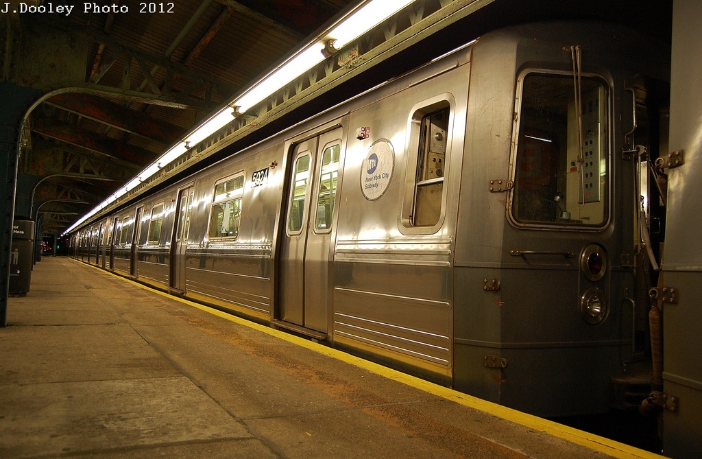 (332k, 1024x669)<br><b>Country:</b> United States<br><b>City:</b> New York<br><b>System:</b> New York City Transit<br><b>Line:</b> BMT Culver Line<br><b>Location:</b> 18th Avenue<br><b>Route:</b> G<br><b>Car:</b> R-68A (Kawasaki, 1988-1989) 5024 <br><b>Photo by:</b> John Dooley<br><b>Date:</b> 2/23/2012<br><b>Viewed (this week/total):</b> 0 / 1148