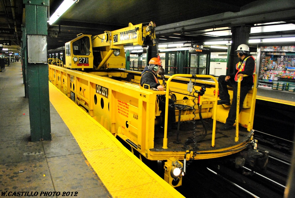 (311k, 1024x687)<br><b>Country:</b> United States<br><b>City:</b> New York<br><b>System:</b> New York City Transit<br><b>Line:</b> IND 6th Avenue Line<br><b>Location:</b> West 4th Street/Washington Square <br><b>Route:</b> Work Service<br><b>Car:</b> R-113 Crane Car  271 <br><b>Photo by:</b> Wilfredo Castillo<br><b>Date:</b> 4/25/2012<br><b>Viewed (this week/total):</b> 0 / 967
