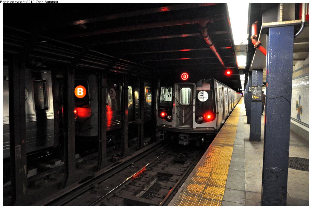 (345k, 1044x700)<br><b>Country:</b> United States<br><b>City:</b> New York<br><b>System:</b> New York City Transit<br><b>Line:</b> BMT Broadway Line<br><b>Location:</b> 28th Street <br><b>Route:</b> Q<br><b>Car:</b> R-160B (Kawasaki, 2005-2008)  8947 <br><b>Photo by:</b> Zach Summer<br><b>Date:</b> 1/22/2012<br><b>Notes:</b> With R68A 5054 Snow Layup<br><b>Viewed (this week/total):</b> 0 / 1272