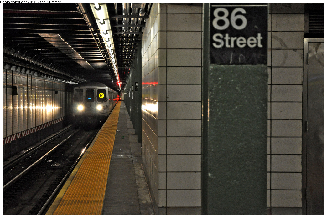 (369k, 1044x697)<br><b>Country:</b> United States<br><b>City:</b> New York<br><b>System:</b> New York City Transit<br><b>Line:</b> BMT 4th Avenue<br><b>Location:</b> 86th Street <br><b>Route:</b> R<br><b>Car:</b> R-46 (Pullman-Standard, 1974-75) 5818 <br><b>Photo by:</b> Zach Summer<br><b>Date:</b> 1/26/2012<br><b>Viewed (this week/total):</b> 5 / 1627