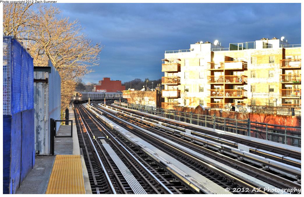 (512k, 1044x679)<br><b>Country:</b> United States<br><b>City:</b> New York<br><b>System:</b> New York City Transit<br><b>Line:</b> BMT West End Line<br><b>Location:</b> Fort Hamilton Parkway <br><b>Route:</b> D<br><b>Car:</b> R-68 (Westinghouse-Amrail, 1986-1988)  2644 <br><b>Photo by:</b> Zach Summer<br><b>Date:</b> 1/27/2012<br><b>Viewed (this week/total):</b> 0 / 967