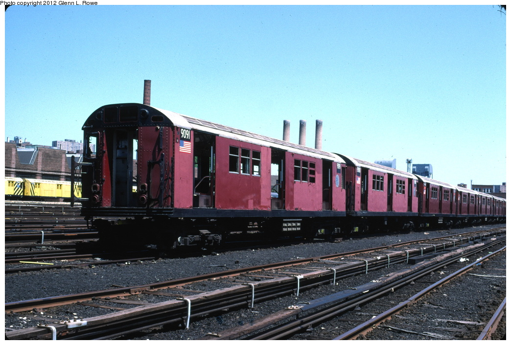 (307k, 1044x705)<br><b>Country:</b> United States<br><b>City:</b> New York<br><b>System:</b> New York City Transit<br><b>Location:</b> 207th Street Yard<br><b>Car:</b> R-33 Main Line (St. Louis, 1962-63) 9091/9090 <br><b>Photo by:</b> Glenn L. Rowe<br><b>Date:</b> 5/19/2003<br><b>Viewed (this week/total):</b> 0 / 671