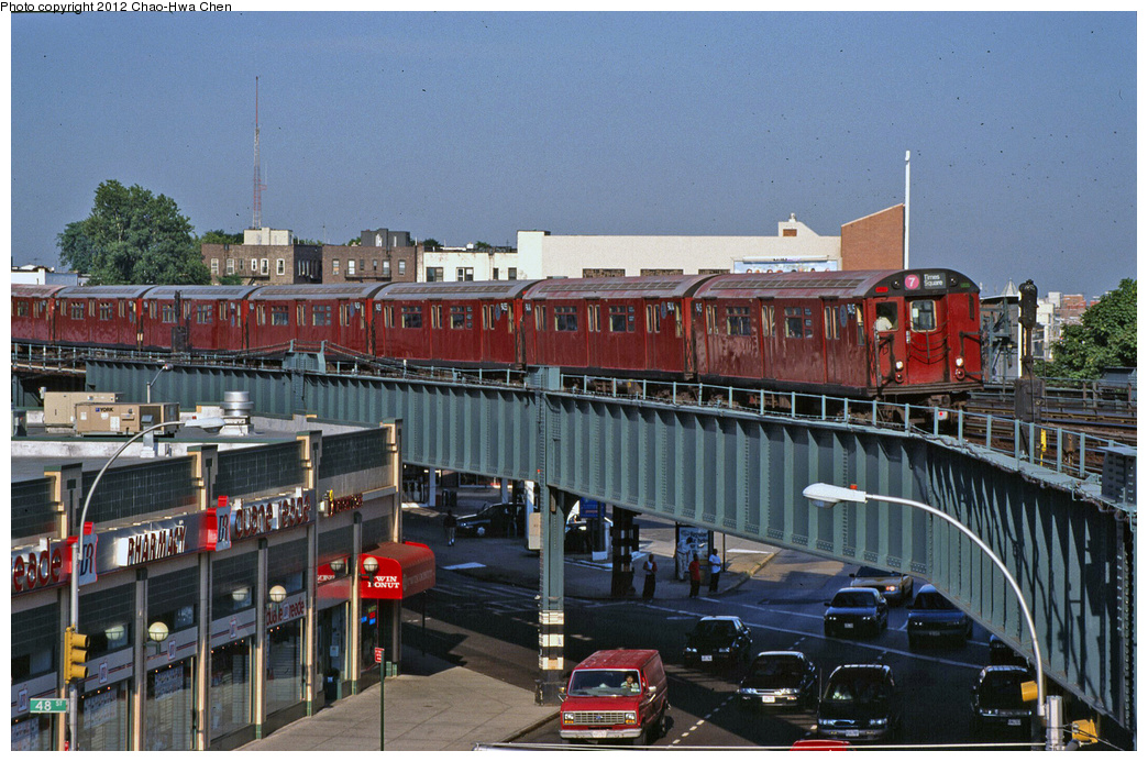 (419k, 1044x693)<br><b>Country:</b> United States<br><b>City:</b> New York<br><b>System:</b> New York City Transit<br><b>Line:</b> IRT Flushing Line<br><b>Location:</b> 46th Street/Bliss Street <br><b>Route:</b> 7<br><b>Car:</b> R-36 World's Fair (St. Louis, 1963-64) 9415 <br><b>Photo by:</b> Chao-Hwa Chen<br><b>Date:</b> 7/21/2001<br><b>Viewed (this week/total):</b> 0 / 1361