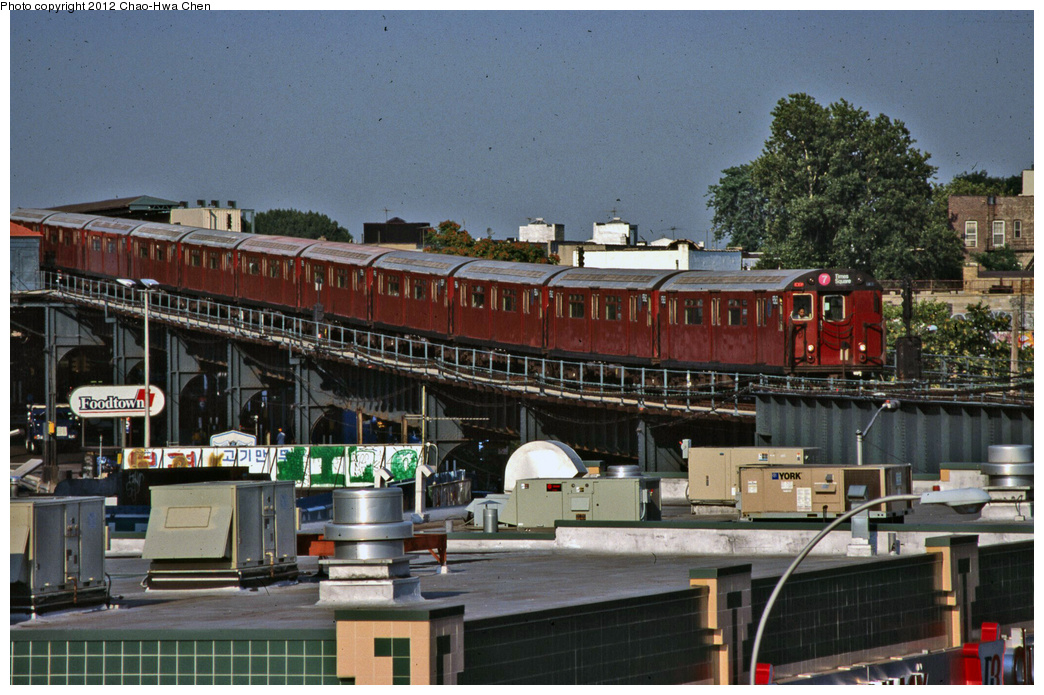 (392k, 1044x695)<br><b>Country:</b> United States<br><b>City:</b> New York<br><b>System:</b> New York City Transit<br><b>Line:</b> IRT Flushing Line<br><b>Location:</b> 46th Street/Bliss Street <br><b>Route:</b> 7<br><b>Car:</b> R-36 World's Fair (St. Louis, 1963-64) 9363 <br><b>Photo by:</b> Chao-Hwa Chen<br><b>Date:</b> 7/21/2001<br><b>Viewed (this week/total):</b> 0 / 1164