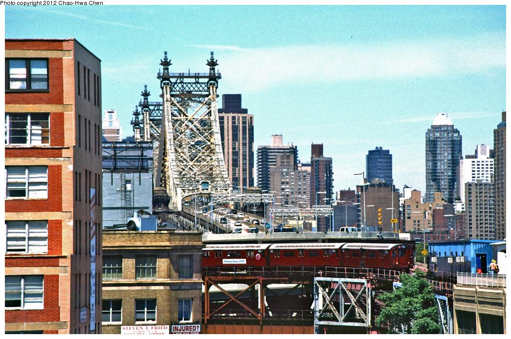 (508k, 1044x694)<br><b>Country:</b> United States<br><b>City:</b> New York<br><b>System:</b> New York City Transit<br><b>Line:</b> IRT Flushing Line<br><b>Location:</b> Queensborough Plaza <br><b>Route:</b> 7<br><b>Car:</b> R-36 World's Fair (St. Louis, 1963-64) 9352 <br><b>Photo by:</b> Chao-Hwa Chen<br><b>Date:</b> 7/3/2001<br><b>Viewed (this week/total):</b> 0 / 1279