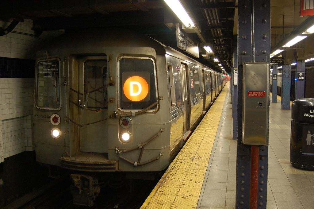 (314k, 1024x681)<br><b>Country:</b> United States<br><b>City:</b> New York<br><b>System:</b> New York City Transit<br><b>Line:</b> IND 8th Avenue Line<br><b>Location:</b> Chambers Street/World Trade Center <br><b>Route:</b> D reroute<br><b>Car:</b> R-68 (Westinghouse-Amrail, 1986-1988)  2680 <br><b>Photo by:</b> John Dooley<br><b>Date:</b> 3/28/2012<br><b>Viewed (this week/total):</b> 2 / 870