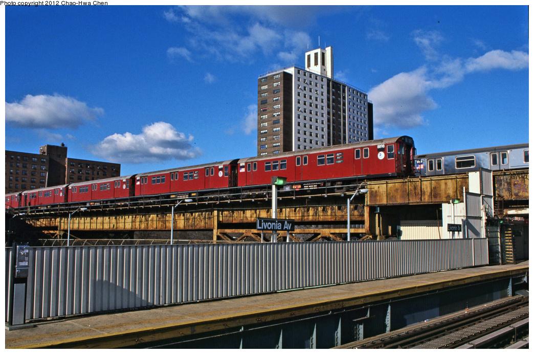 (415k, 1044x692)<br><b>Country:</b> United States<br><b>City:</b> New York<br><b>System:</b> New York City Transit<br><b>Line:</b> IRT Brooklyn Line<br><b>Location:</b> Junius Street <br><b>Route:</b> 5<br><b>Car:</b> R-33 Main Line (St. Louis, 1962-63) 8898 <br><b>Photo by:</b> Chao-Hwa Chen<br><b>Date:</b> 12/21/2001<br><b>Viewed (this week/total):</b> 3 / 1504