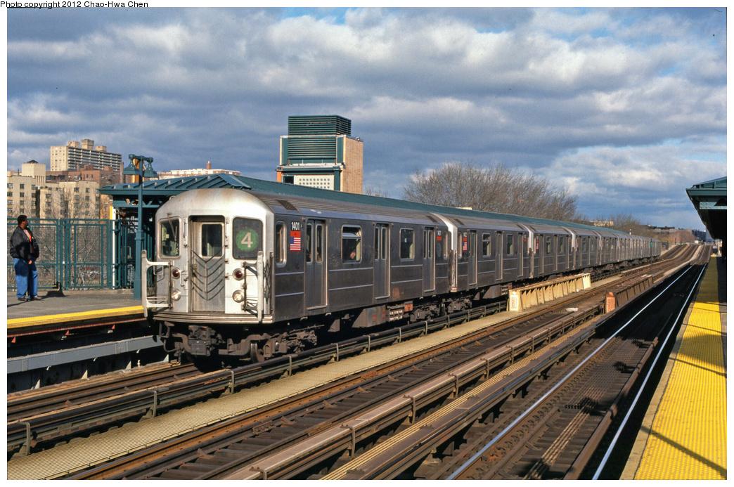 (420k, 1044x693)<br><b>Country:</b> United States<br><b>City:</b> New York<br><b>System:</b> New York City Transit<br><b>Line:</b> IRT Woodlawn Line<br><b>Location:</b> 161st Street/River Avenue (Yankee Stadium) <br><b>Route:</b> 4<br><b>Car:</b> R-62 (Kawasaki, 1983-1985)  1401 <br><b>Photo by:</b> Chao-Hwa Chen<br><b>Date:</b> 12/21/2001<br><b>Viewed (this week/total):</b> 0 / 963