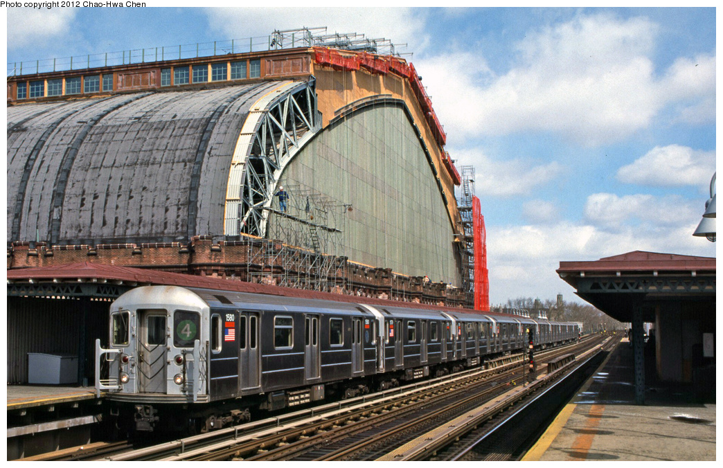(416k, 1044x676)<br><b>Country:</b> United States<br><b>City:</b> New York<br><b>System:</b> New York City Transit<br><b>Line:</b> IRT Woodlawn Line<br><b>Location:</b> Kingsbridge Road <br><b>Route:</b> 4<br><b>Car:</b> R-62 (Kawasaki, 1983-1985)  1580 <br><b>Photo by:</b> Chao-Hwa Chen<br><b>Date:</b> 3/22/2002<br><b>Viewed (this week/total):</b> 1 / 1690