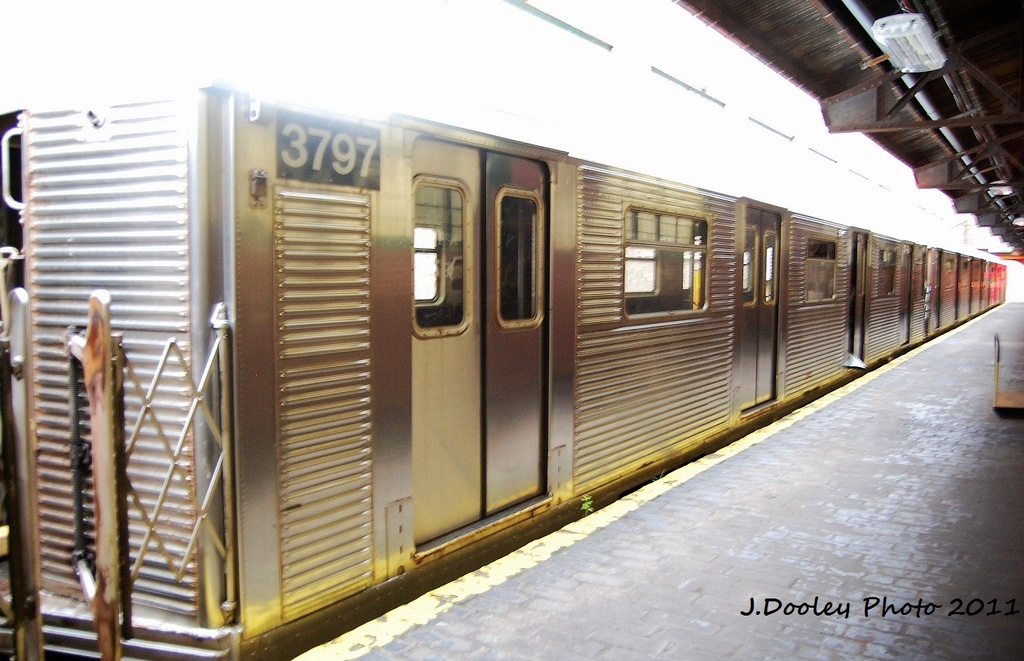 (309k, 1024x661)<br><b>Country:</b> United States<br><b>City:</b> New York<br><b>System:</b> New York City Transit<br><b>Location:</b> 207th Street Yard<br><b>Car:</b> R-32 (Budd, 1964)  3797 <br><b>Photo by:</b> John Dooley<br><b>Date:</b> 11/29/2011<br><b>Viewed (this week/total):</b> 0 / 483