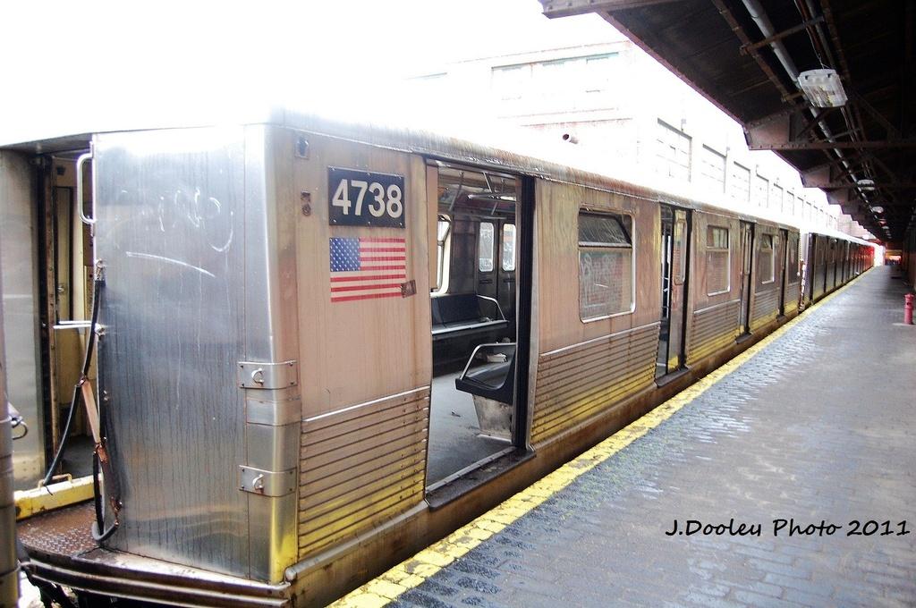 (329k, 1024x680)<br><b>Country:</b> United States<br><b>City:</b> New York<br><b>System:</b> New York City Transit<br><b>Location:</b> 207th Street Yard<br><b>Car:</b> R-42 (St. Louis, 1969-1970)  4738 <br><b>Photo by:</b> John Dooley<br><b>Date:</b> 11/29/2011<br><b>Viewed (this week/total):</b> 1 / 670