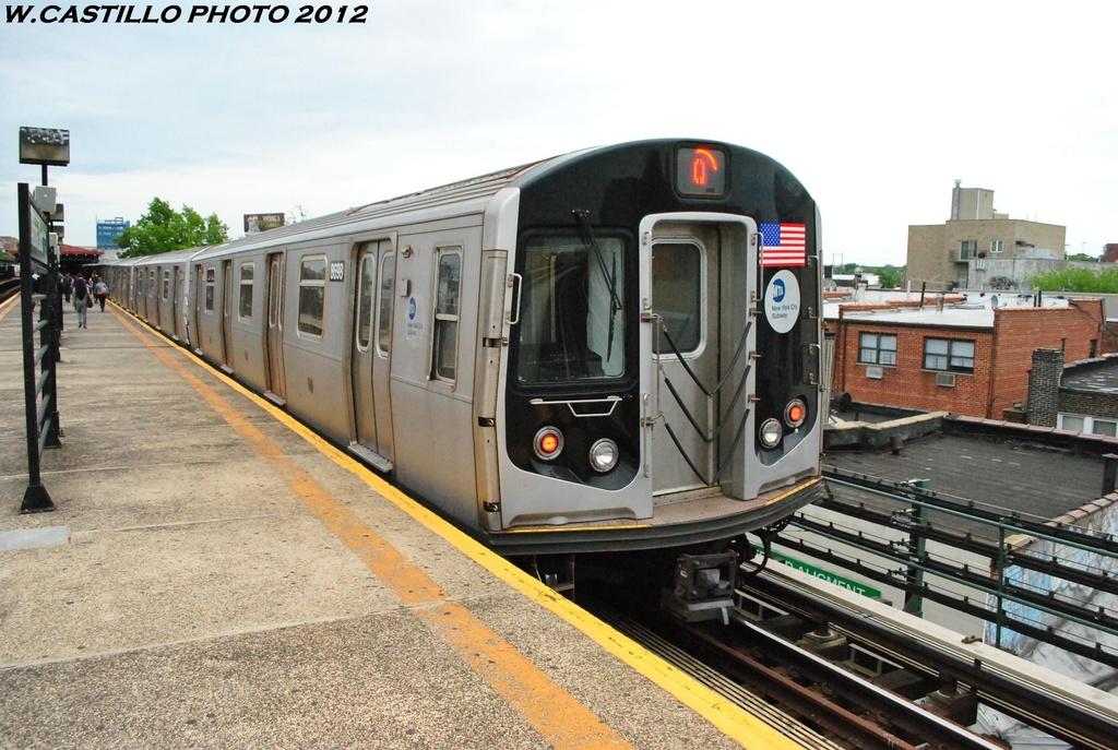 (320k, 1024x687)<br><b>Country:</b> United States<br><b>City:</b> New York<br><b>System:</b> New York City Transit<br><b>Line:</b> BMT Astoria Line<br><b>Location:</b> Astoria Boulevard/Hoyt Avenue <br><b>Route:</b> Q<br><b>Car:</b> R-160A-2 (Alstom, 2005-2008, 5 car sets)  8698 <br><b>Photo by:</b> Wilfredo Castillo<br><b>Date:</b> 5/14/2012<br><b>Viewed (this week/total):</b> 3 / 1360