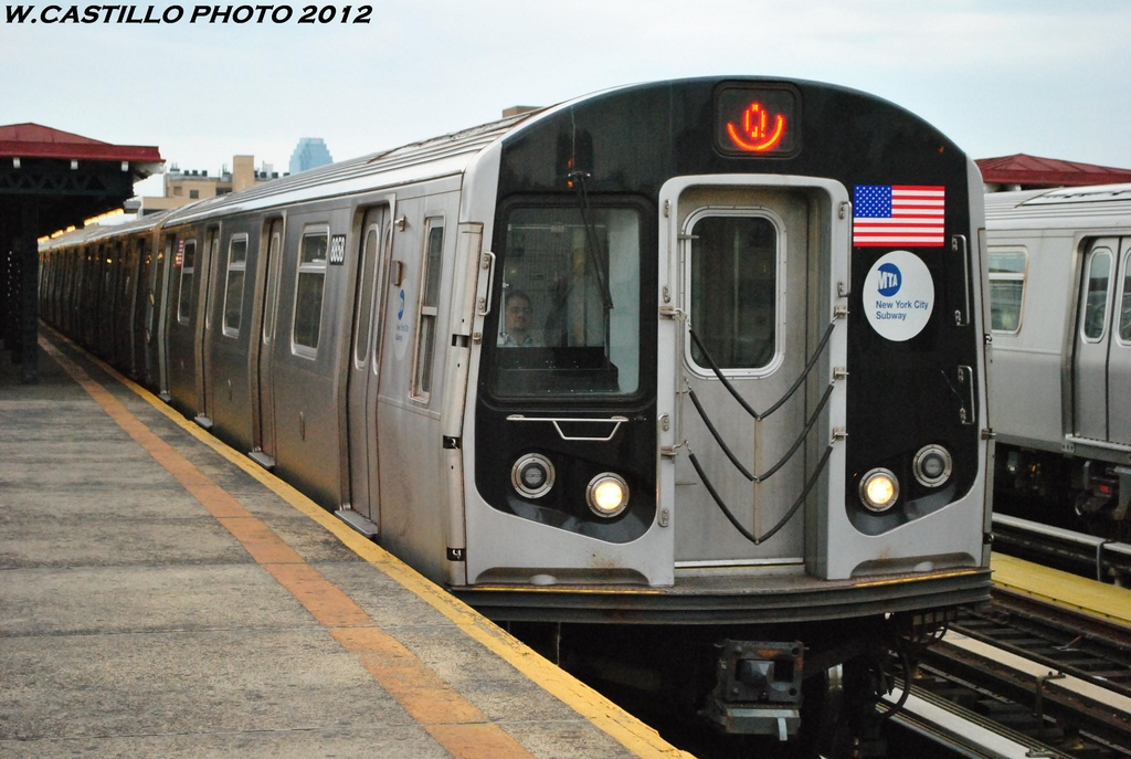 (287k, 1024x687)<br><b>Country:</b> United States<br><b>City:</b> New York<br><b>System:</b> New York City Transit<br><b>Line:</b> BMT Astoria Line<br><b>Location:</b> 30th/Grand Aves. <br><b>Route:</b> Q<br><b>Car:</b> R-160B (Kawasaki, 2005-2008)  8858 <br><b>Photo by:</b> Wilfredo Castillo<br><b>Date:</b> 5/14/2012<br><b>Viewed (this week/total):</b> 0 / 1045