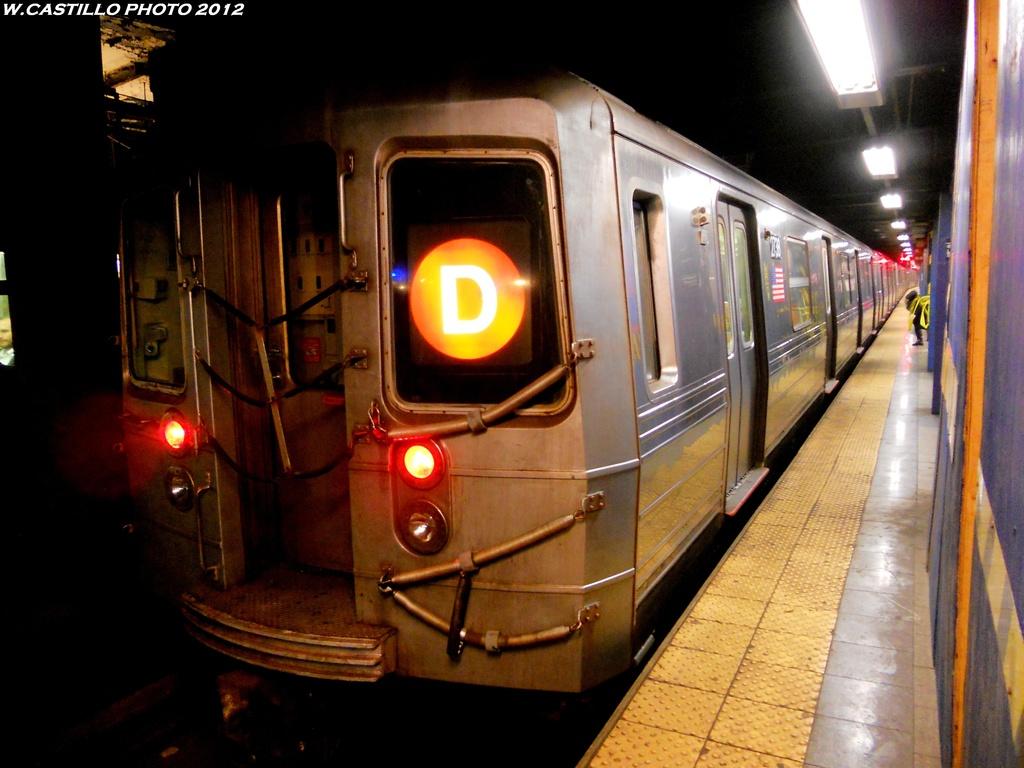 (249k, 1024x768)<br><b>Country:</b> United States<br><b>City:</b> New York<br><b>System:</b> New York City Transit<br><b>Line:</b> IND 6th Avenue Line<br><b>Location:</b> Broadway/Lafayette <br><b>Route:</b> D<br><b>Car:</b> R-68 (Westinghouse-Amrail, 1986-1988)  2738 <br><b>Photo by:</b> Wilfredo Castillo<br><b>Date:</b> 2012<br><b>Viewed (this week/total):</b> 1 / 870