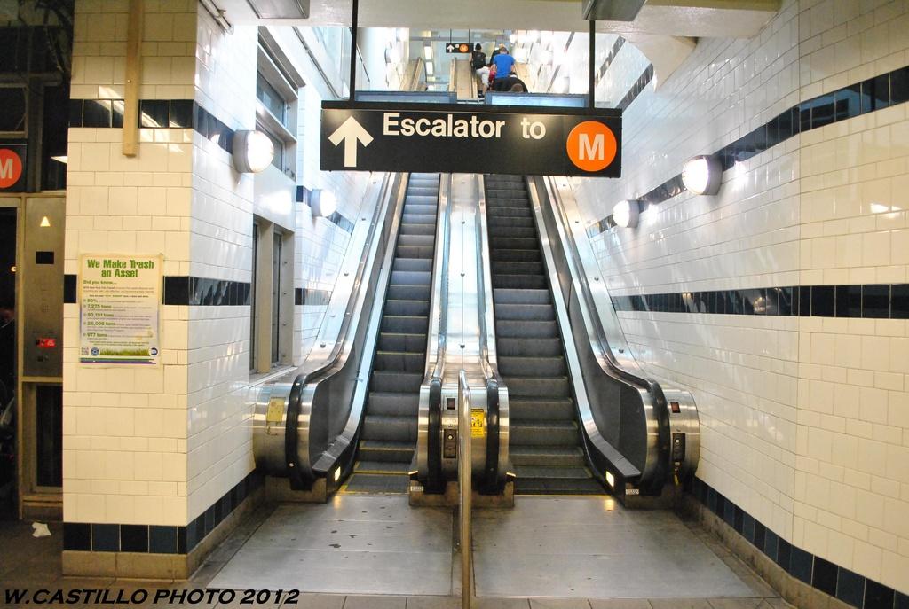 (293k, 1024x687)<br><b>Country:</b> United States<br><b>City:</b> New York<br><b>System:</b> New York City Transit<br><b>Line:</b> BMT Myrtle Avenue Line<br><b>Location:</b> Myrtle/Wyckoff Headhouse/Transfer<br><b>Photo by:</b> Wilfredo Castillo<br><b>Date:</b> 5/16/2012<br><b>Viewed (this week/total):</b> 1 / 1297