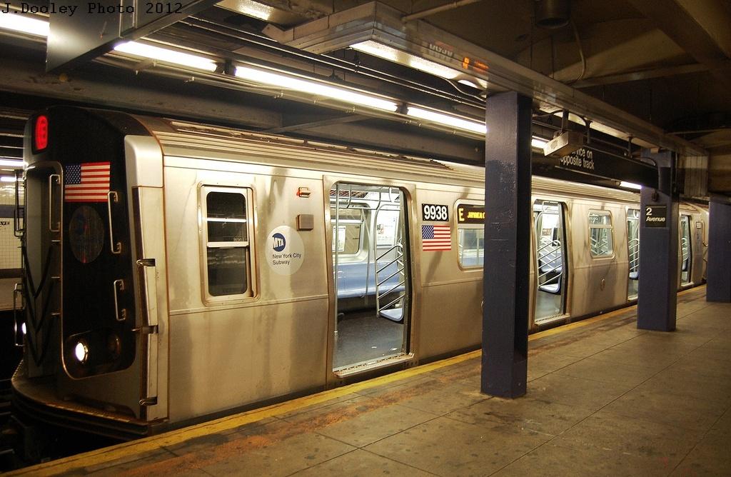 (333k, 1024x668)<br><b>Country:</b> United States<br><b>City:</b> New York<br><b>System:</b> New York City Transit<br><b>Line:</b> IND 6th Avenue Line<br><b>Location:</b> 2nd Avenue <br><b>Route:</b> E reroute<br><b>Car:</b> R-160B (Option 2) (Kawasaki, 2009)  9938 <br><b>Photo by:</b> John Dooley<br><b>Date:</b> 3/14/2012<br><b>Viewed (this week/total):</b> 2 / 1007